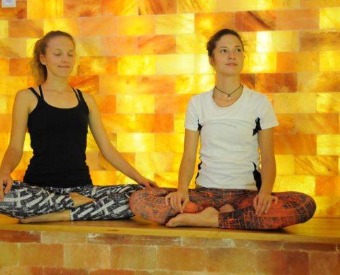 Yoga im Salzraum / in der Salzgrotte
